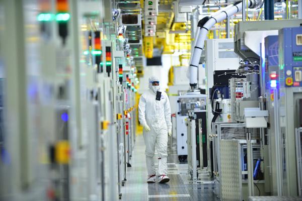 Intel-Manufacturing-32